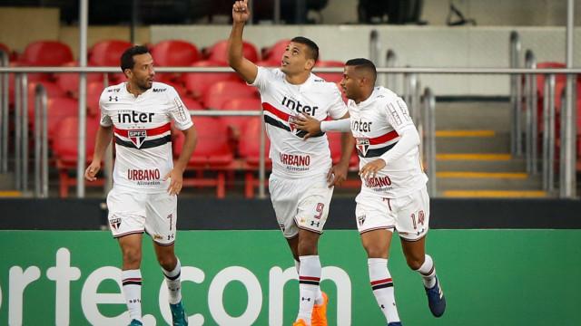 São Paulo vence o Santos com gol de Diego Souza