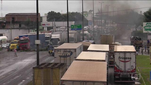 Caminhoneiros protestam em 13 estados contra reajuste no diesel