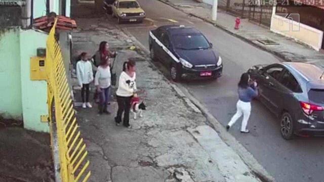 Assaltante roubam mulheres sem sequer sair do carro em Niterói