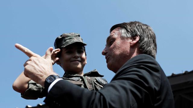 'Invadiu? É chumbo', afirma Bolsonaro em palestra no Rio