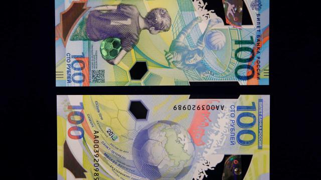 Rússia lança nota de 100 rublos comemorativa da Copa do Mundo 2018