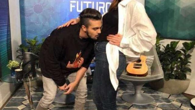 Luan Santana beija barriga de grávida de Sabrina Sato