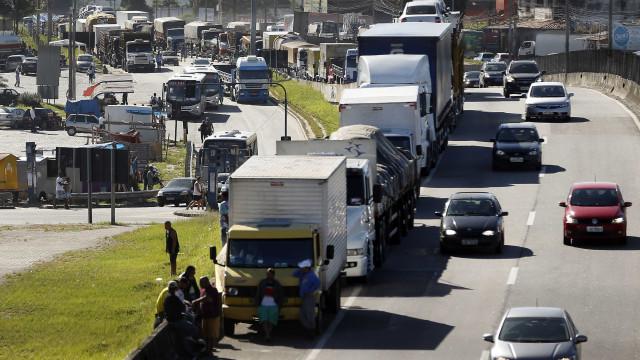 Protesto de caminhoneiros entra no 3º dia com bloqueios em rodovias