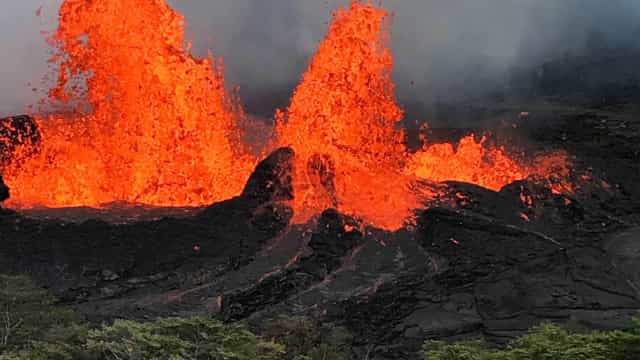 Lava do vulcão invade usina de energia no Havaí