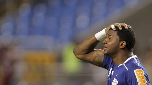 Goleiro ex-Fla e Corinthians assina com time da Série B da Hungria