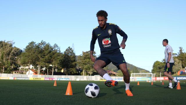 Preparador diz não saber como Neymar estará para a estreia na Copa
