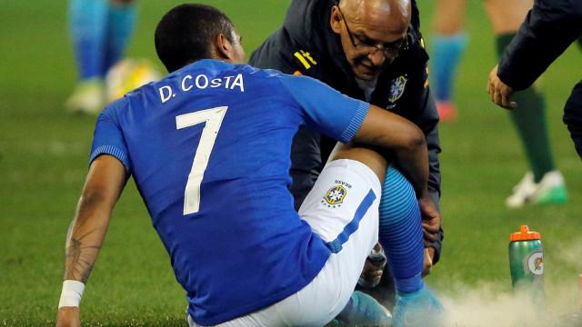Médico revela lesão de Douglas Costa, mas descarta corte da Copa