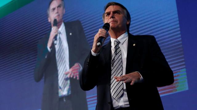 Sob vaias e aplausos, Bolsonaro critica postura do Ministério Público