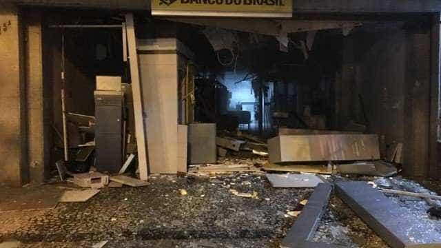 Criminosos detonam explosivos em agência em Laranjeiras, no Rio