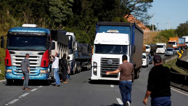 Caminhoneiros bloqueiam mais de 400 pontos em todo o país