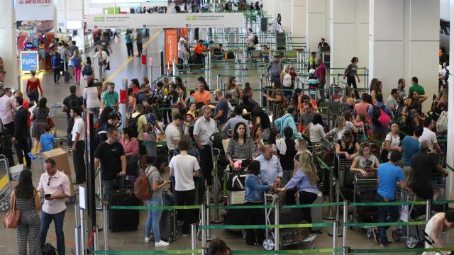 Aeroportos pelo Brasil operam com restrição