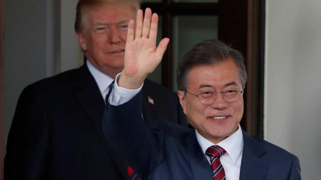 Presidente da Coreia do Sul pede 'diálogo' entre Trump e Kim