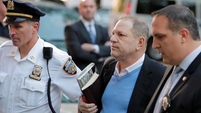 Harvey Weinstein é indiciado por estupro e pode pegar 25 anos de prisão