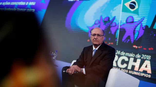 Alckmin suspende agenda e avalia discurso sobre greve