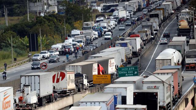 Com caminhoneiros, economia cresce 0,9% no primeiro semestre, diz BC
