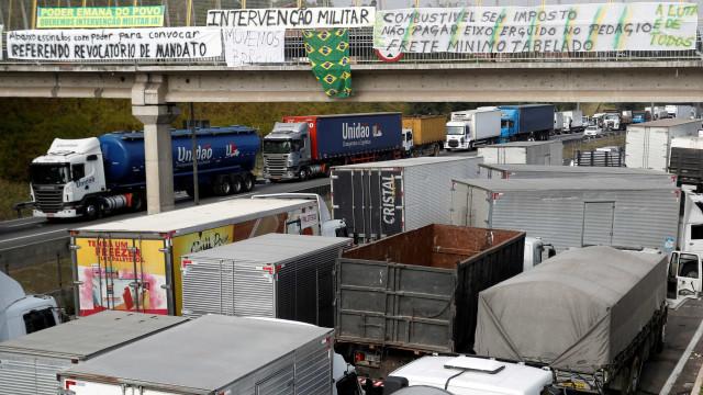 PRF diz ter aplicado 349 multas para veículos que obstruem vias