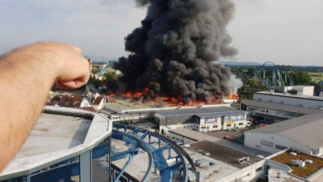 Incêndio provoca pânico no maior parque de diversões da Alemanha