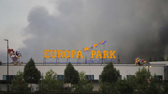 Parque temático da Alemanha é devorado por chamas; veja
