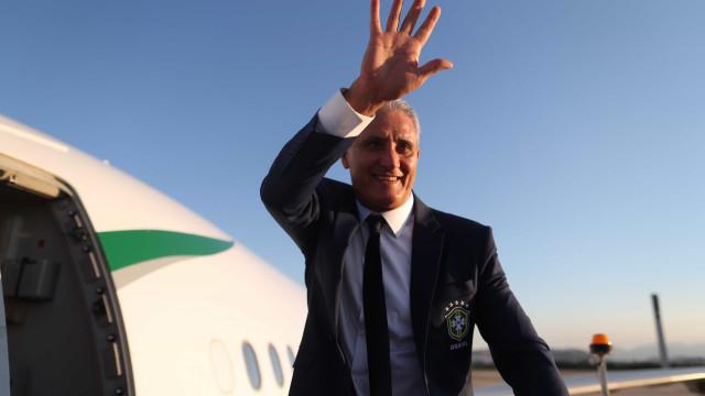 """Com """"batismo"""" de avião, seleção embarca para preparação na Europa"""