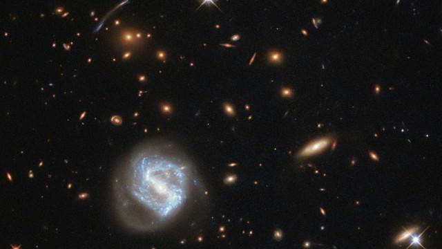 Hubble: telescópio registra conjunto de galáxias