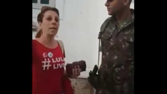Com camiseta pró-Lula, mulher é impedida de entrar no Forte Copacabana