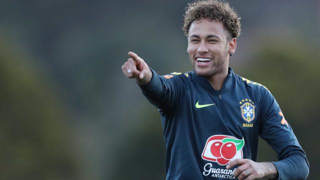Neymar deixa Coutinho 'tonto' durante treino da seleção; veja