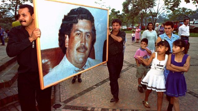 Apreendida 1,15 tonelada de cocaína em embalagens com foto de Escobar