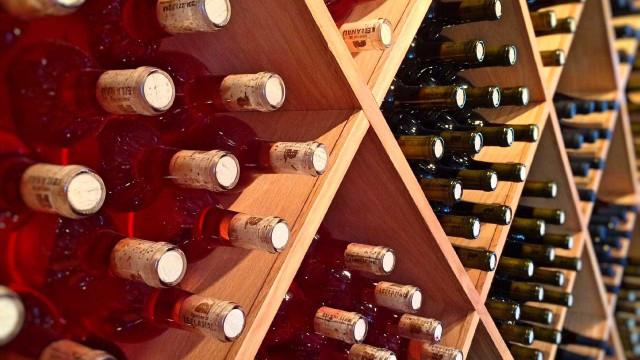 Investigação diz que cafés e garrafas de vinho eram códigos de propina