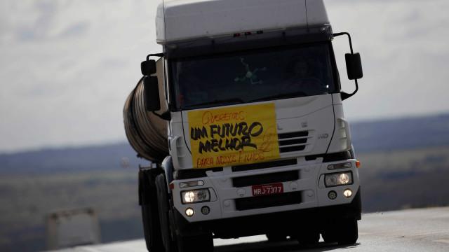Com caminhoneiros, economia cai quase 1% no segundo trimestre, diz BC