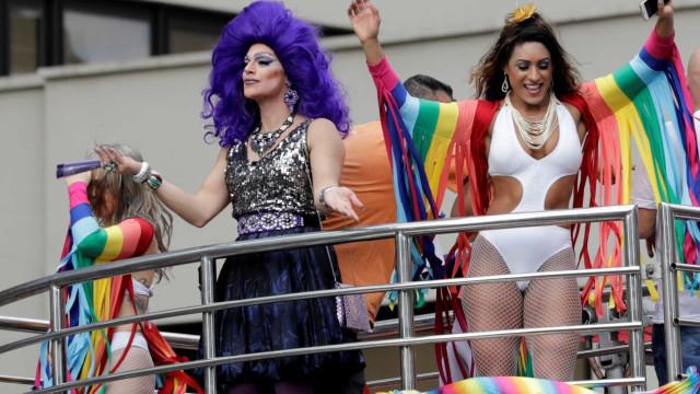 Parada LGBTQ em São Paulo é hoje: como chegar, atrações e horários