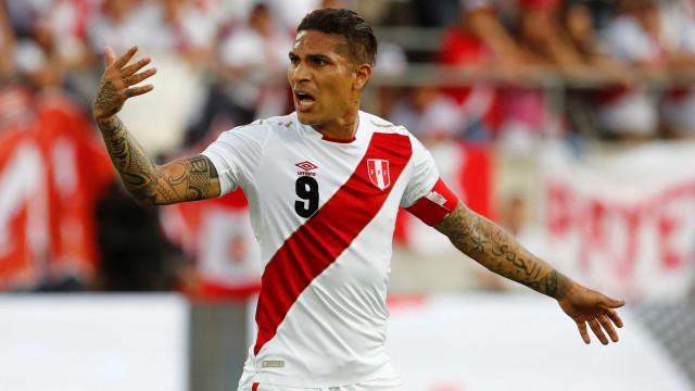 Sob comoção, Peru de Guerrero pega Dinamarca após 36 anos sem Copa