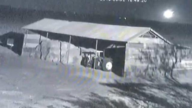 Meteoro cai em área rural na África do Sul; vídeo