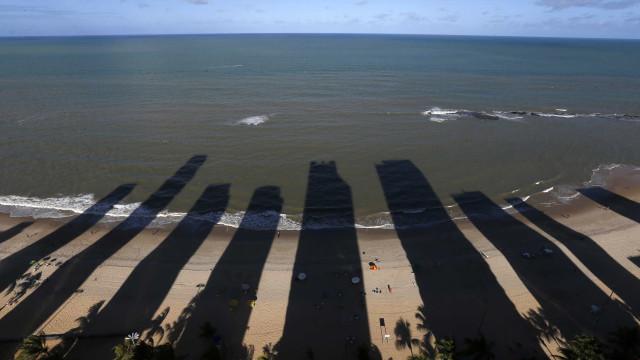 Mãe de jovem morto por tubarão faz apelo: 'Não entrem na água'