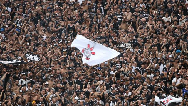 Proibidas de ir ao Maracanã, torcidas do Corinthians vão ao embarque