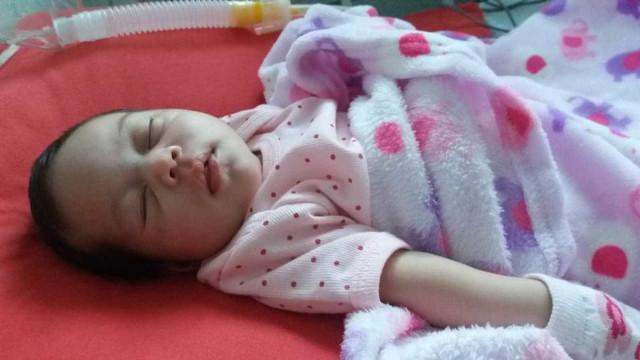 Mesmo após decisão judicial, recém-nascida aguarda vaga em UTI