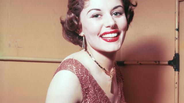 Primeira Bond girl da franquia '007', Eunice Gayson morre aos 90 anos