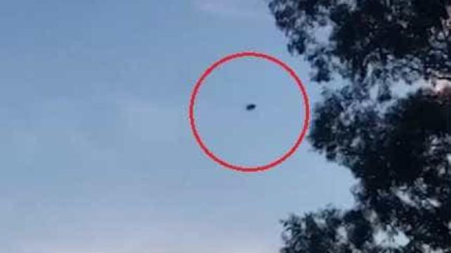 Motorista avista suposto OVNI no céu da Austrália