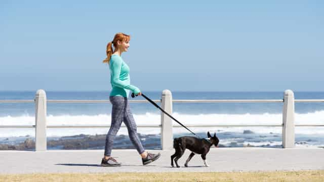 Estudo aponta a forma 'correta' de andar para que viva por mais tempo