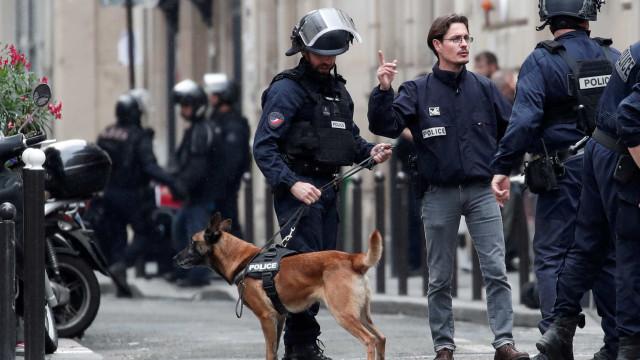 Homem armado faz reféns em Paris