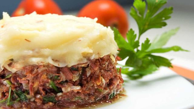 Faça um delicioso escondidinho de carne seca