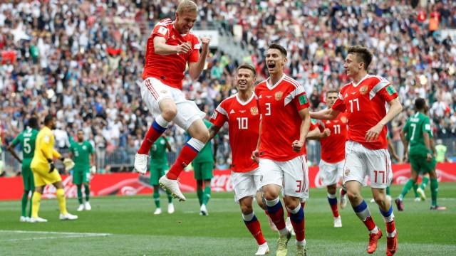 Rússia vai vencendo por 2 a 0 na estreia da Copa; siga