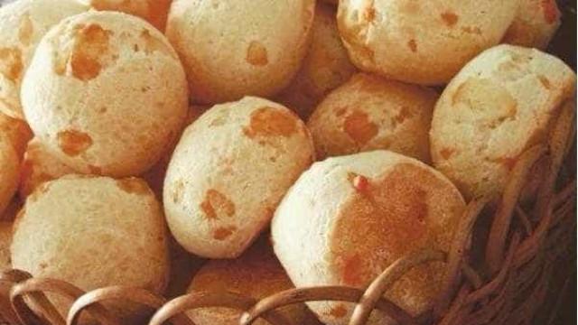 Brasil e Suíça: faça um pão de queijo com emmental