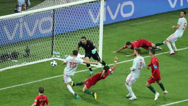 Espanha vira sobre Portugal com golaço de Nacho: 3 a 2
