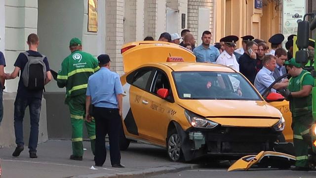 Rússia: taxista que atropelou multidão alega ter 'confundido os pedais'