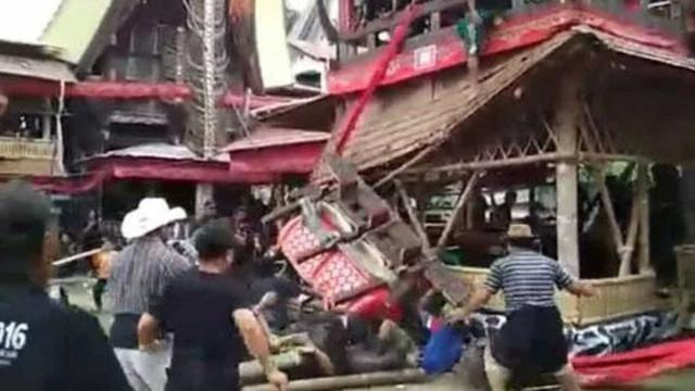Homem morre esmagado pelo caixão da mãe durante funeral; vídeo