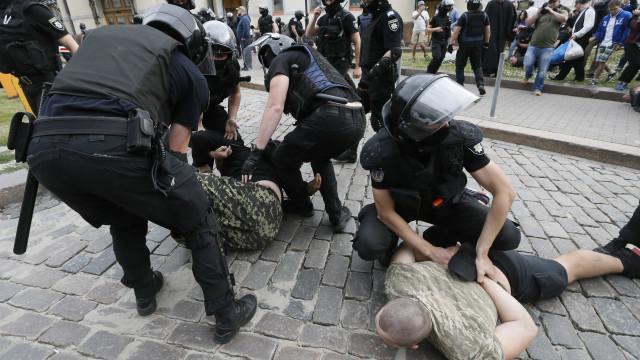 Militantes de direita são presos tentando impedir parada gay em Kiev