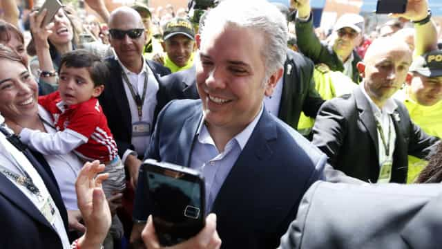 Direitista Iván Duque é eleito presidente da Colômbia