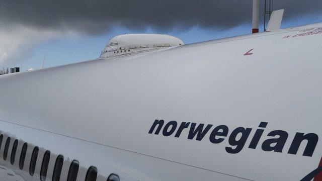 Avião da Norwegian Airlines faz pouso de emergência no Reino Unido