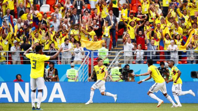 Da arquibancada, Valderrama comemora muito 1º gol colombiano na Copa
