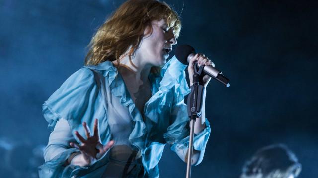 Ouça 'Big God', novo single de Florence + The Machine